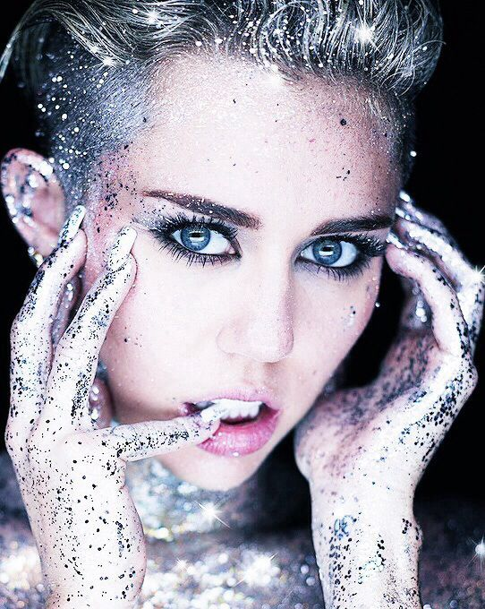 She is the only person who can pull off full body glitter..