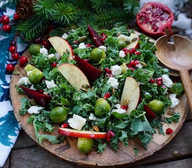 Grönkål, brysselkål, rödbetor, äpple och kanel - kan det bli mer jul än så här? En fantastiskkombination avdet söta, syrliga och salta. Blir ett ut