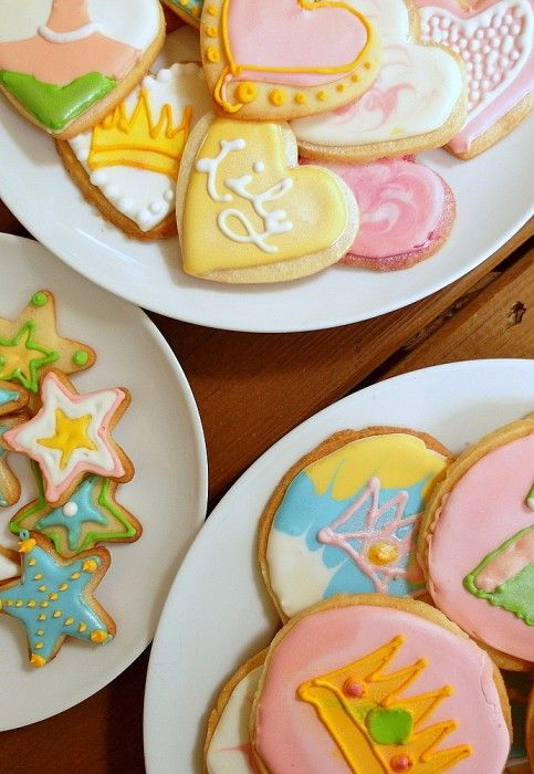 Decorated Shortbread and Sugar Cookies like these by @onlinepastrychf are a sweet way to show someone you love them. #OXOGoodCookies