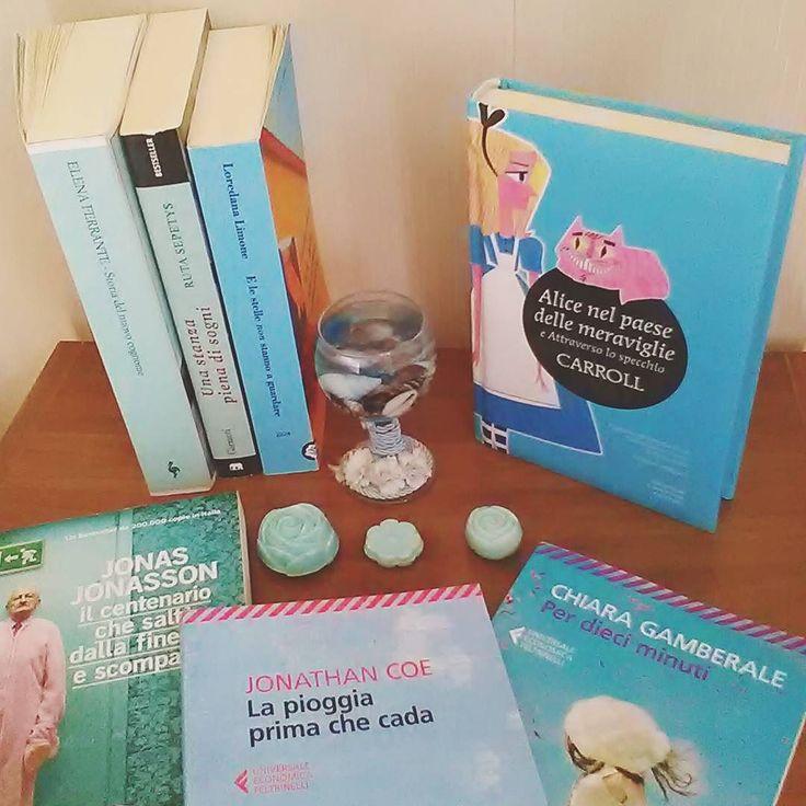 Ciao lettori!!! Oggi rispondiamo al booktag #colorbooks.  Grazie mille a @ikigaiablog e @cortese_irriverente che ci hanno assegnato l'azzurro!! A chi abbiamo taggato assegnamo il bianco!  #libri #leggere #letture #bookstagram #instabook #booklover #bookworm #booporn #bookaddict #bibliophile #instalibri #bookphography #bookpic #fotodelgiorno #bookaholic #libridaleggere #librisuilibri #amoleggere #read #igread #bookstagrammer #bookish #lettura #instagood #instapic #librichepassione