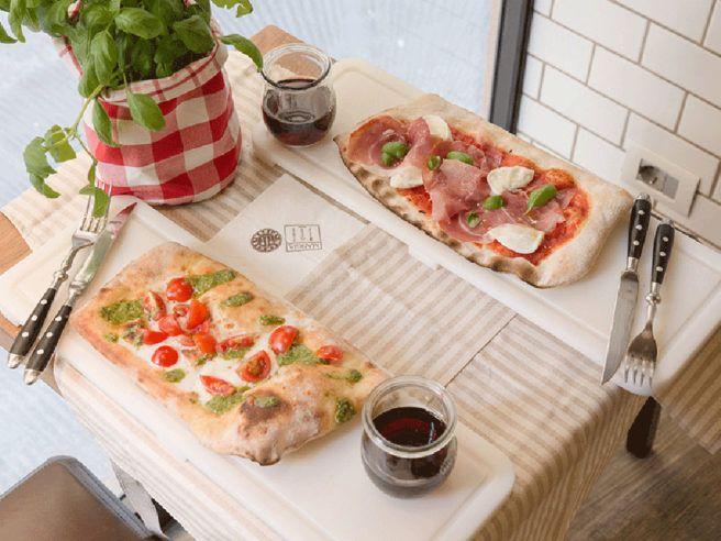 Mangia Pizza. La nuova sede di Firenze vicino Ponte Vecchio mantiene inalterata la qualità della sede storica di Prato: farine macinate a pietra, lievitazione naturale, pomodoro fresco e ingredienti selezionati …