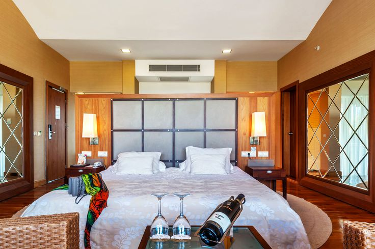 Room properties 1 bedroom (51 sqm) 1 bathroom Jacuzzi Minibar Central air-conditioning, safe deposit, carpeted ground Sitting group 360 degree rotating bed Exclusive Club usage