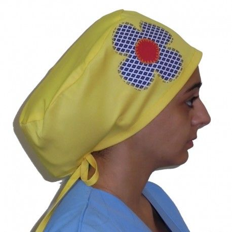 Handmade surgical scrub cap. This scrub is suitable for all medical or hospital purposes. Applique design of a cute checkered daisy on one side.