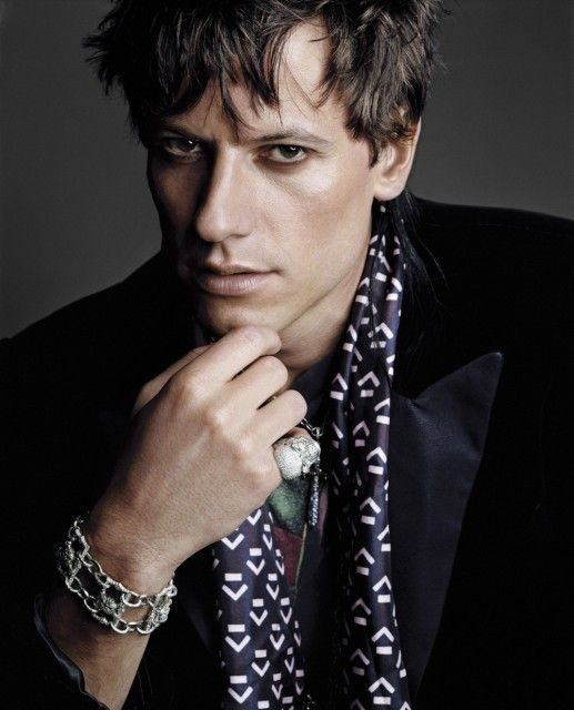 Ioan Gruffud (1973) Gruffud is best known for his roles in Titanic, 102 Dalmatians, Black Hawk Down, King Arthur, Fantastic Four, W, Fantastic Four: Rise of the Silver Surfer, and Sanctum. Gruffud starred in the Welsh language soap opera Pobol y Cwm. Gruffud has been married to Alice Evans since 2007 and has 1 child.