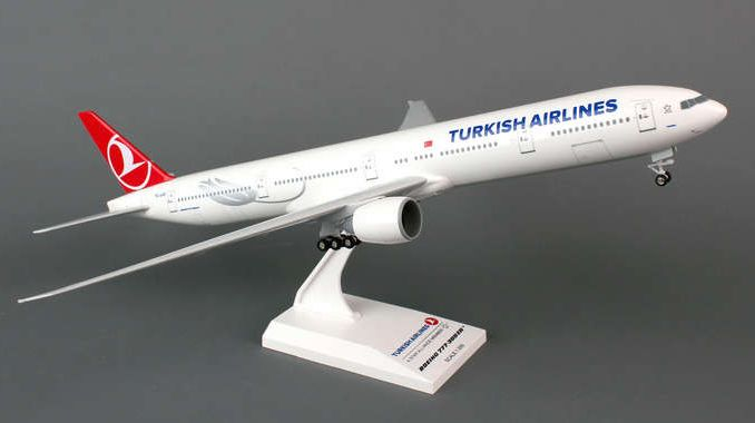 Skymarks Turkish Airlines Boeing 777-300ER 1/200 Plastic Model