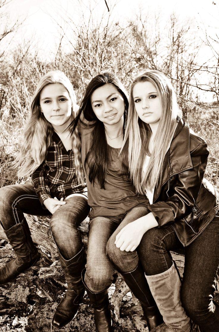 Teen photography, teen pics, friend poses, friend pics, teen girl poses, natural light photography