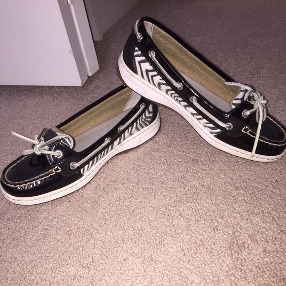 Sperry Women's Angelfish Printed Boatshoe Very comfortable and unique black sperry shoes. Has support for the arches and heel of the foot. Lightly used. In good condition. Sperry Top-Sider Shoes Flats & Loafers