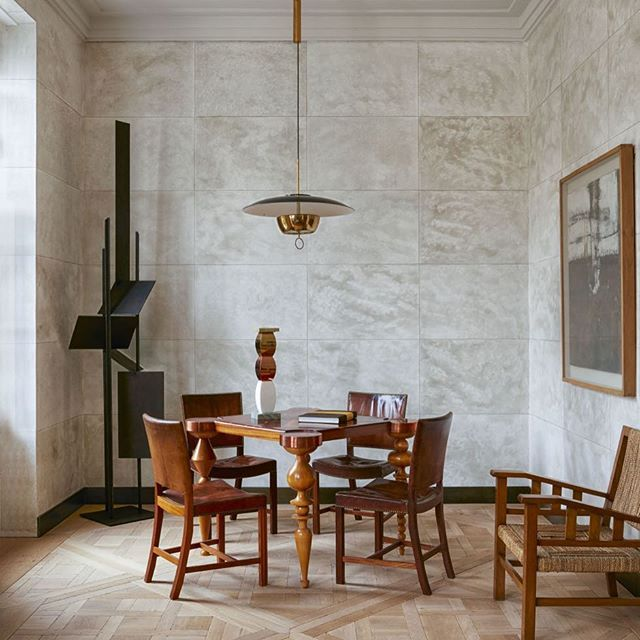 scandinavian_collectorsLondon Townhouse interior by Scott Maddux: French Art Deco games table surrounded with Red-chairs by Kaare Klint (1927), armchair by Francis Jourdain (1930), pendant light by Stilnovo (c.1950s), the sculpture in the corner by Robert Adams (c.1960s) and the contemporary painting by John Forrester. / @elledecor #kaareklint #scottmaddux #francisjourdain #stilnovo #robertadams #elledecor #design #art #modernart #sculpture #interior #interiordesign #furniture #decoration…