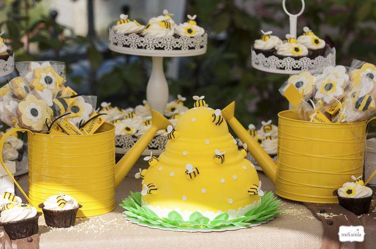 #bee #cupcakes #cookies #cakepops #popcakes #candybar