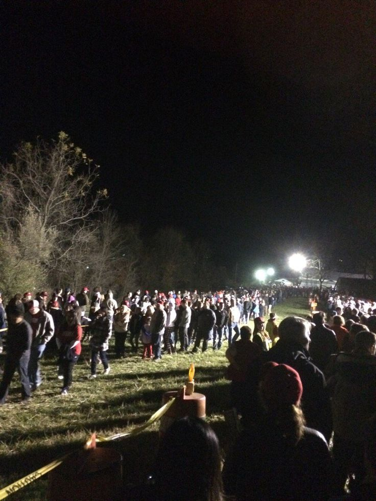2.5 Mile Long Lines for Donald Trump Midnight Rally, Leesburg Virginia – Moonlight Live Stream… - The fifth Trump rally of the day will take place in Leesburg Virginia, the fifth state of the day.  The venue is the Loudoun Fairgrounds.  The event was originally scheduled for 9:30pm, however due…