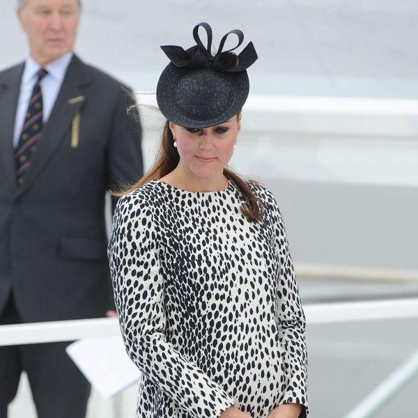 """**** Kate Middleton en manteau Hobbs dalmatien pour l'inauguration du paquebot """"Royal Princess"""" ****"""