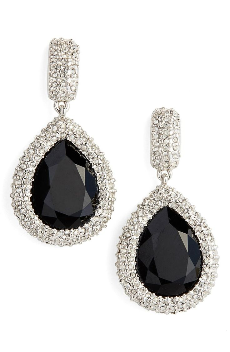 These stunning teardrop earrings are simply elegant.
