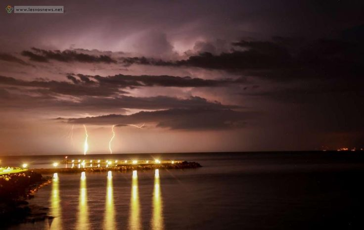Πλωμάρι... Καλοκαιρινή Νυχτερινή Καταιγίδα  /  φωτογραφία : INTIME NEWS / ΛΑΓΟΥΤΑΡΗΣ ΜΑΝΩΛΗΣ