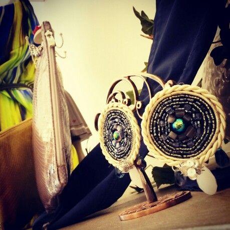 Orecchini Roue Shyning collection by Exploit Bijoux. Modello Etnic irregular color scarabeo