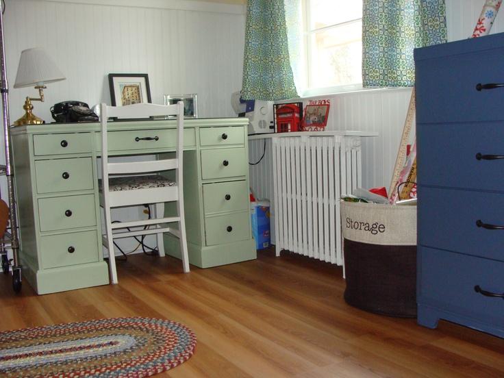 17 best images about dresser desk combo on pinterest ikea hacks vinyl plank flooring and. Black Bedroom Furniture Sets. Home Design Ideas
