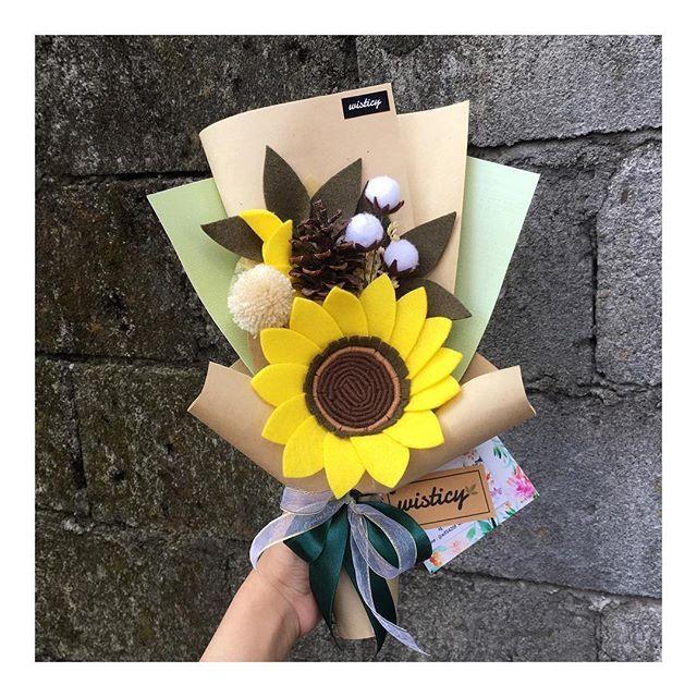 *Medium Bouquet*  Recommended  For order  Line@ : @xif5420f Wa : 089620963699 . . #madebyrequest #wisticyfeltflower . . #jualfeltflowers #feltart #feltflower #feltflowers #feltflorist #bungawisuda #kadounik #bungapalsu #bungaflanel #feltflowersjogja #feltflowers #kadowisudajogja #jualbungajogja #jualanbungajogja #makersgonnamade #burlap #paperflowers #bungawisudamurah #bungaflanelcantik #buketburlap #bungakertas #buketwisuda #wisticy  #handmadefeltflowers