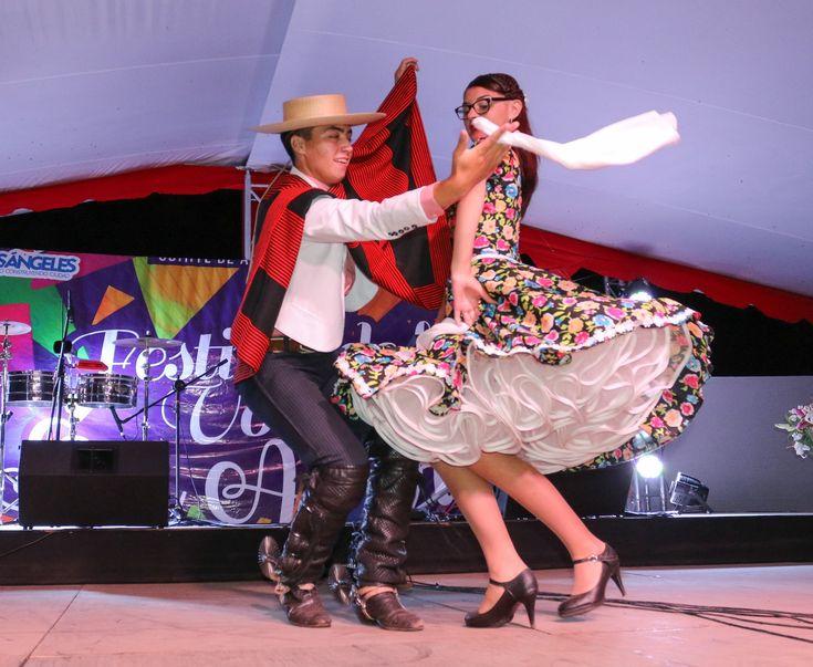 2018_Diego Sepúlveda y Javiera Gutiérrez en la 17ª versión del Festival de San Andrés en la localidad de San Carlos Purén, al sur de Los Angeles, Bio Bio. FUENTE: Ilustre Municipalidad de Los Angeles