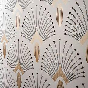 La dernière production du décor 1925 neo Art-Deco 1925 beige -doré, avec une touche de brillance supplémentaire, semble vous avoir conquise...vous êtes en train de dévaliser le stock Pour celles et ceux qui découvrirait ce décor, réf 1925 beige-doré, rouleau de papier intissé lavable en gamme Édition à retrouver sur paper-mint.fr #paris #artdeco #papierpeint #wallpaper #wall #neo #deco #decoration #style #architecture #art #gatsby #montparnasse #decoratrice #lifestyle #luxury #hotel #g...