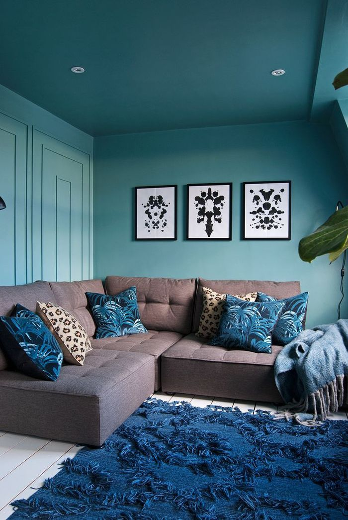 chambre bleu canard canap d angle taupe parquet blanc coussins dcoratif motif tropical tapis bleu ptrole