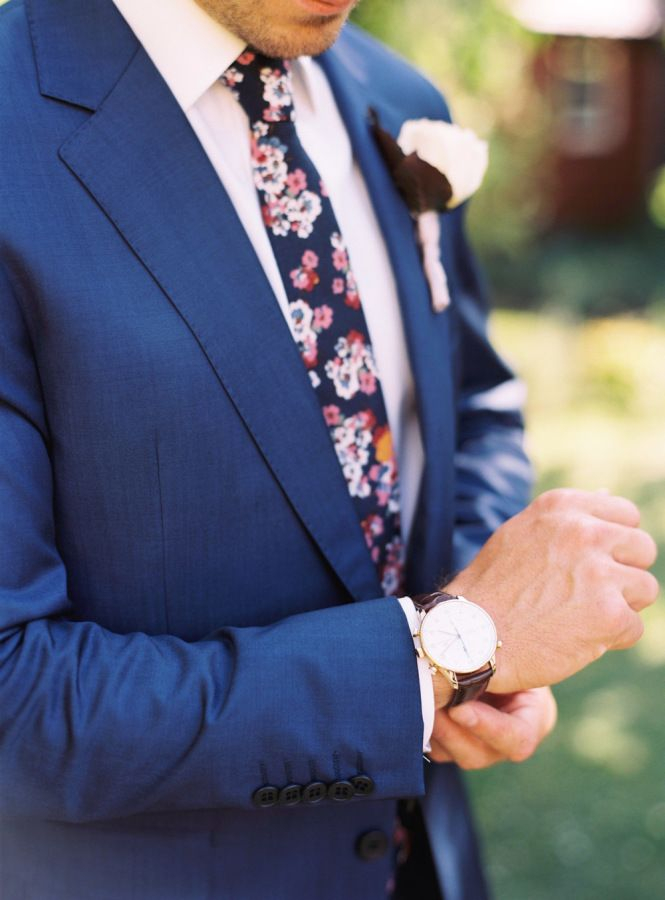 Blue suit and blue floral neck tie.