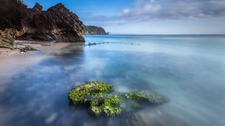 Deniz Kıyısındaki Siyah Kayalar Duvar Kağıdı