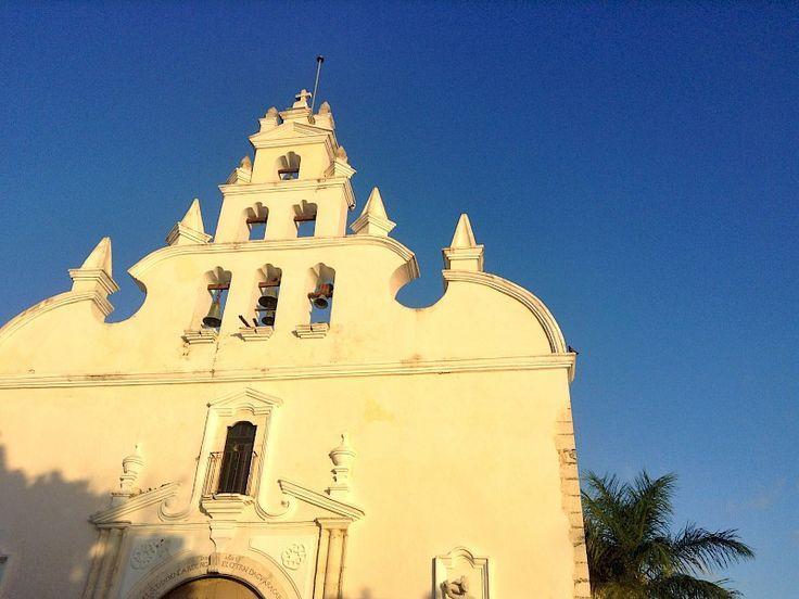Santiago Mérida, Yucatán, México This west-centro plaza, church & market retains the charm of classic colonial Yucatán.