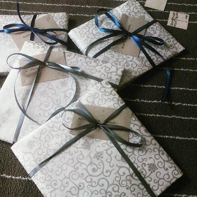 Kolejne łapacze snów wędrują do czyjś domów :) Każdy kolejny prezent, który komuś wysyłam, wywołuje poczucie radości i mobilizacji do robienia kolejnych rzeczy Dziękuję :) #handmadewithlove❤ #handmade #gifts #gift #dragonfly #dreamcatcher #dream #dreamcatchers #grey #white #darkblue #recznierobione #ręcznierobione #prezenty #łapaczesnów #łapaczsnów #wstążki #ważka #mikadiakow