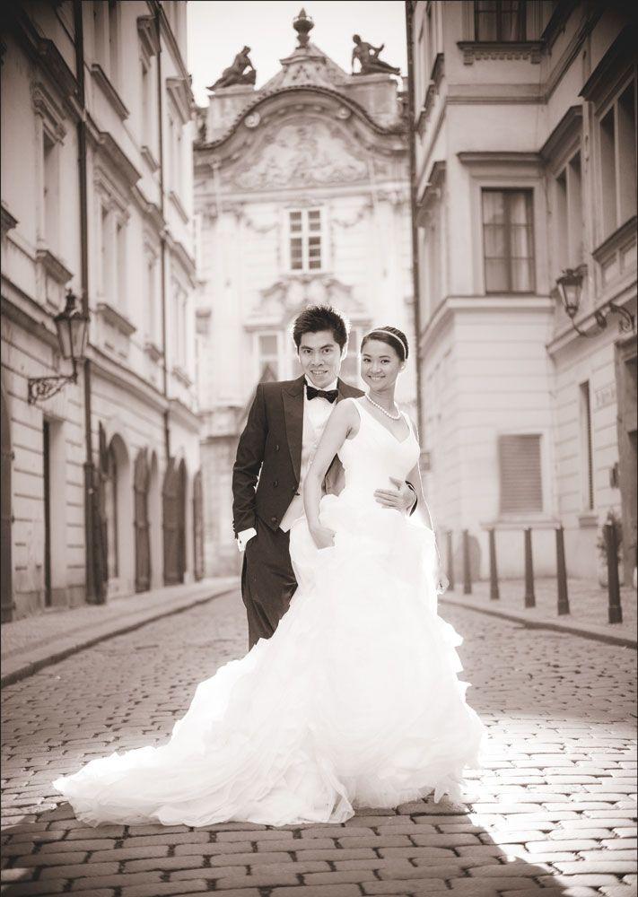 Prague pre weddings / W&E romantic session in Mala Strana