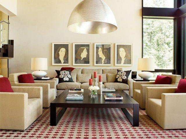 schickes Wohnzimmer und blauer Teppich Wand in Sandsteinoptik mit - wohnzimmer schwarz rot