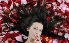 Cómo hacer crecer el cabello en una semana naturalmente.Aceite de semilla de uva: se cree que el aceite de semilla de uva acelera el crecimiento del cabello. Masajee su cuero cabelludo con este producto antes de acostarse.