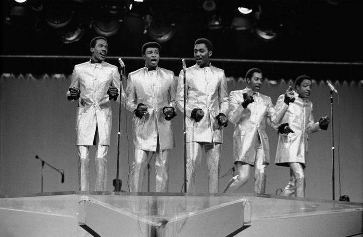 Former Temptations Singer Dennis Edwards Dies at Age 74 | TCB -- Aired 12/9/68 -- Pictured: The Temptations: (l-r) Eddie Kendricks, Dennis Edwards, Otis Williams, Melvin Franklin, Paul Williams (Photo by NBC/NBCU Photo Bank via Getty Images) NBC—NBC via Getty Images