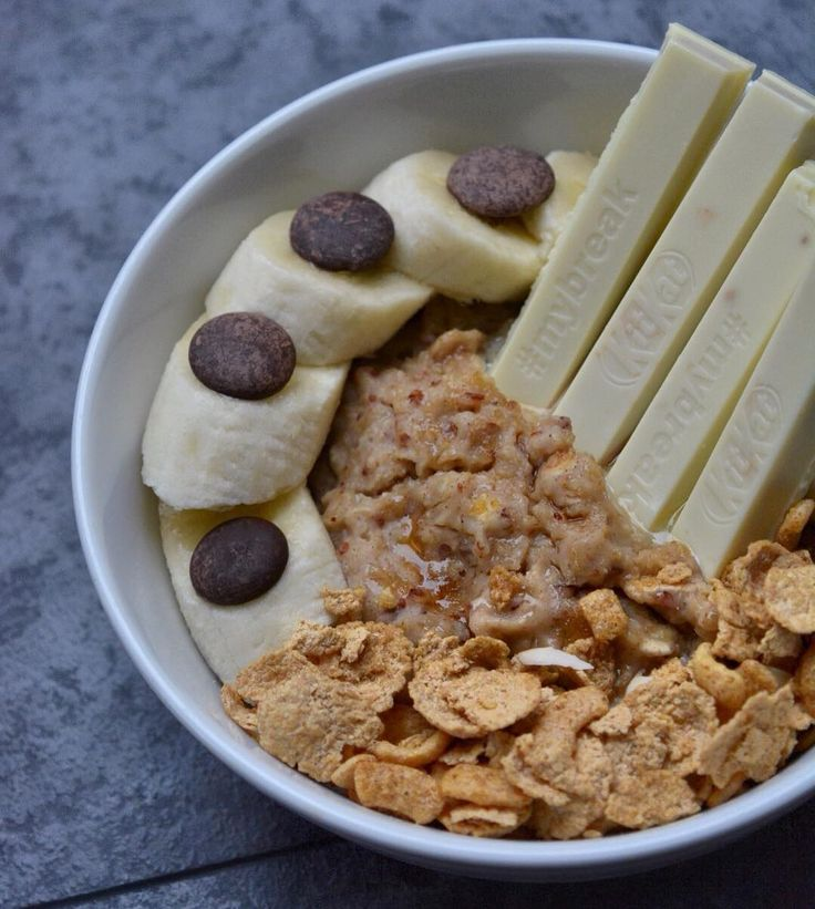 Spiced porridge with vanilla @musclefooduk protein crunchies banana chocolate buttons and a white chocolate KitKat plus the tiniest sprinkling of @sukrinuk Gold . Believe it or not I tried low carb at one point and although I was the leanest I'd ever been I was bloody miserable and pretty weak. Carbs are life. Give me TONS of energy make me feel so much better (gives me a clear head) and make me feel fuller. Not to mention they taste good. . I think though it is important to be aware of…