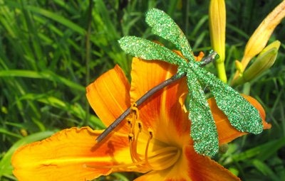 DIY sparkly twig dragonflies by Twig and Toadstool -- love!