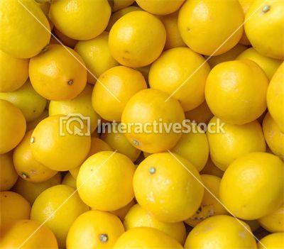 Lemons. Cytryny są źródłem witaminy C, a do tego oczyszczają organizm z toksyn. Woda z cytryną pita regularnie pomoże przyspieszyć metabolizm i wzmocni odporność. InteractiveStock na zdrowie!