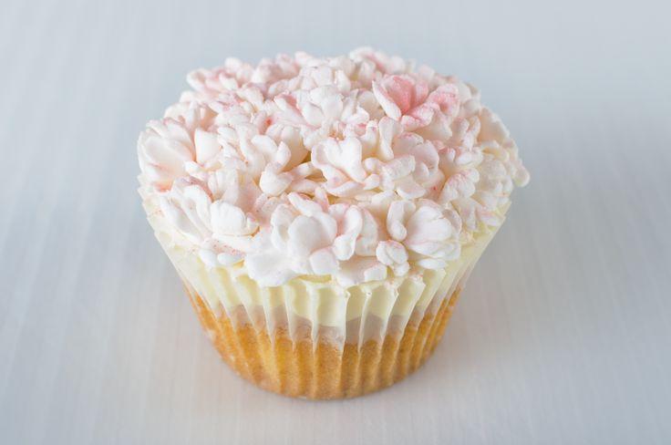 #cupcakes #vanilla #buttercream #carnation #flowers