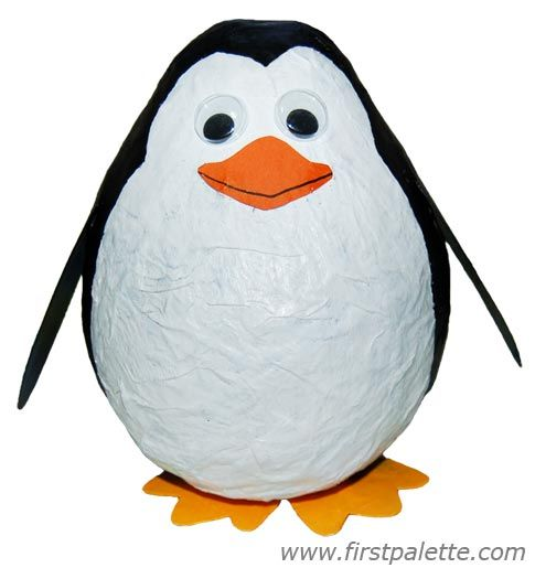 Lustige Idee: Der Luftballon hat schon die typische Kegelform des Pinguinkörpers.
