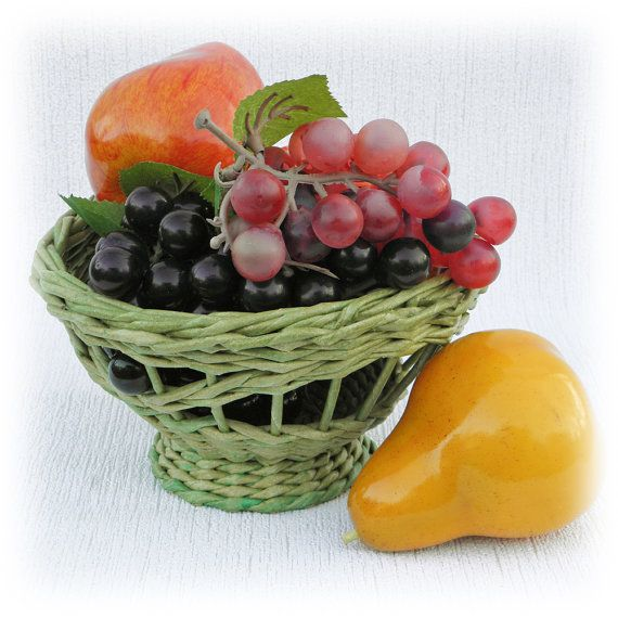 Fantasy food basket, green