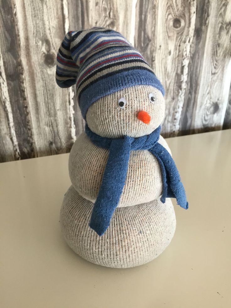 Schneemann aus alten Socken/ snowman from old stockings