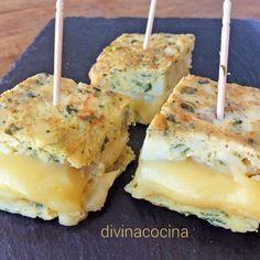 En esta receta de tortilla de patata a las finas hierbas hemos rellenado de queso para fundir y rodajas de tomate, pero puedes servir sin relleno.
