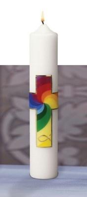 Das Kreuz, der Fisch und die Farben des Regenbogens als zentrale Motive des Christentums sollen den Täufling auf seinem Lebensweg begleiten. Vierfarbiges Motiv mit goldfarbenem Rand. Weiße Kerze, 30 cm hoch, 5 cm Durchmesser. Das Regenbogen-Motiv finden Sie auch auf Regenbogenkerze und Regenbogen-Tasse. » http://www.missio-hilft.de/de/shop/startseite/osterkerzen-1/4632-taufkerze-regenbogen.html