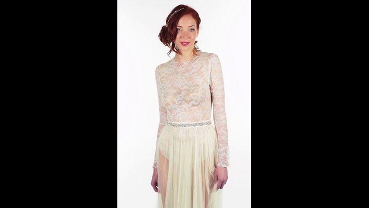 Accessoire pour robe de mariée. Body ras-du-cou en dentelle stretch de Calais. Tient parfaitement dans une robe bustier. Manches longues. BODY1A-405€