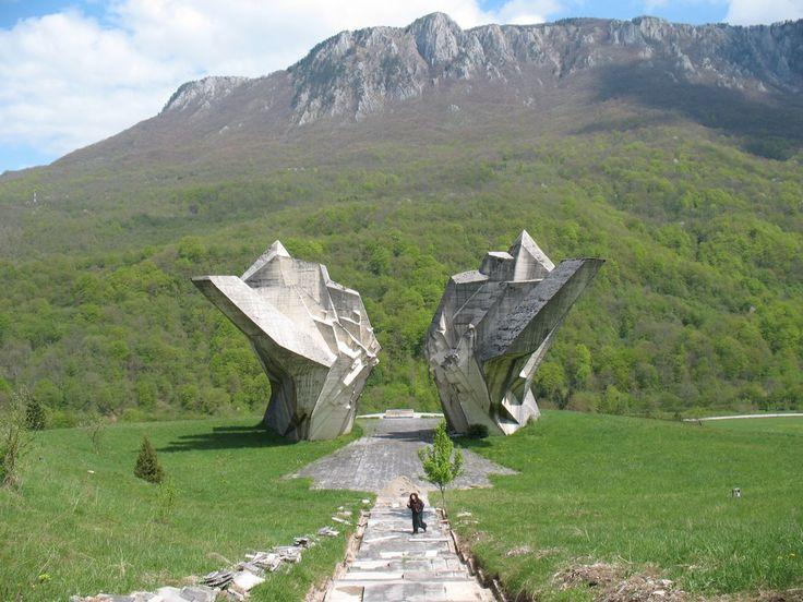 Tjentište im Bosnien und Herzegowina Reiseführer http://www.abenteurer.net/1180-bosnien-und-herzegowina-reisefuehrer/