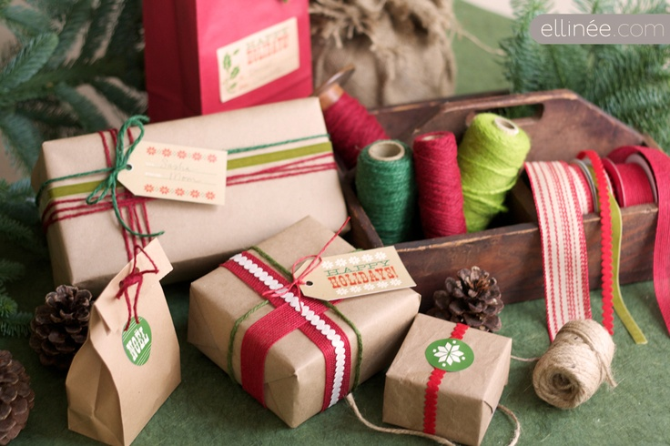 Wood Type Holiday Kit for you to download: Brown Paper, Holidays, Gifts Wraps, Gifts Tags, Hands Made Gifts, Food Tags, Christmas Printable, Christmas Gifts, Wraps Ideas