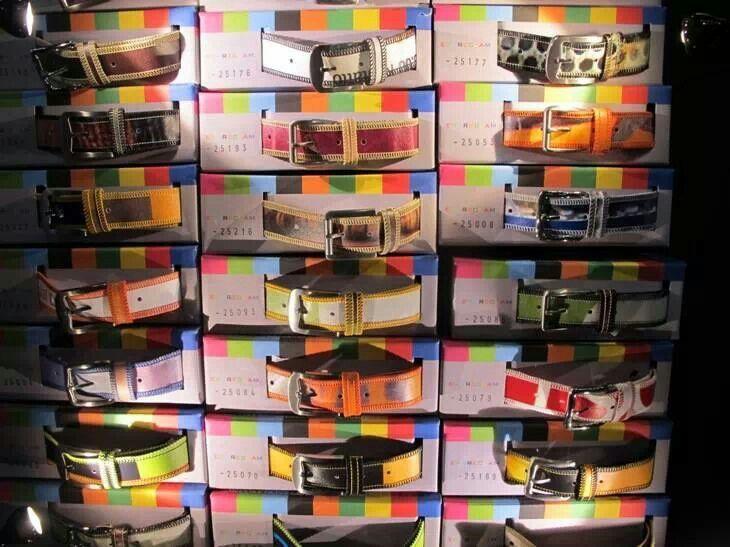 #erareclam complementi abbigliamento e arredo . Tutto creato con i cartelloni pubblicitari dismessi #positivecauses #artediriciclare #handmade #fattoamano Http://www.erareclam.it