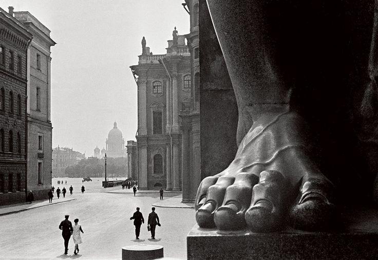 Борис Игнатович. Атланты. У входа в Эрмитаж, 1931