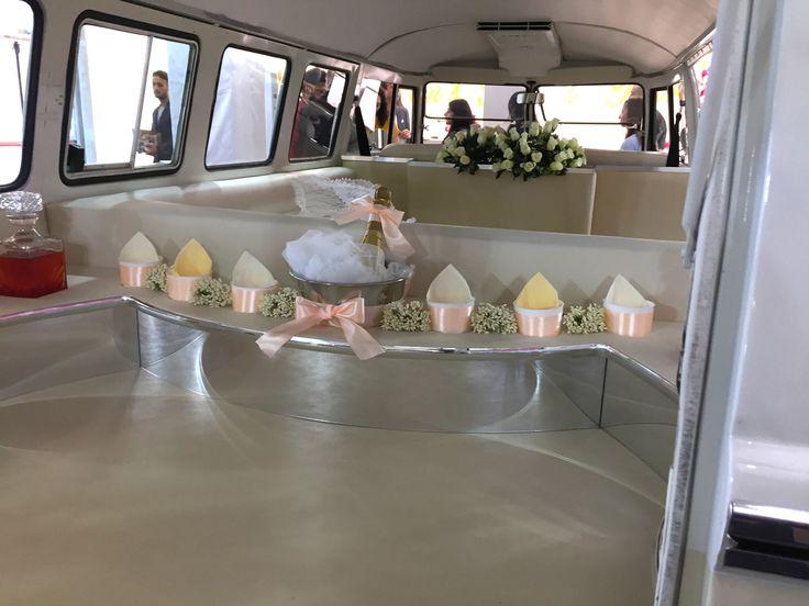 Fai un balzo indietro di quasi 70 anni! scegli il vintage in tutte le sue sfaccettature:  vinili, coppe di champagne, trucchi, purchè sempre abbinati alla giusta palette di colori! ma soprattutto, immancabile: il furgoncino volkswagen, t1 e t2, da vero hippy figlio dei fiori, declinabile per ogni evento o cerimonia...cosa c'è di più elegante e divertente allo stesso tempo??