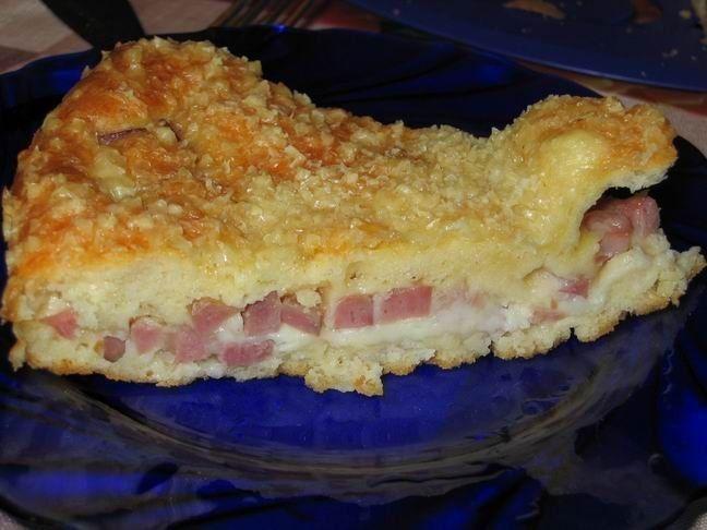 """Ловите вкусный """"Быстрый пирог с ветчиной и сыром"""" из нашей рубрики ЛЮБЛЮ ГОТОВИТЬ!!!   🍳Ингредиенты:  - 4 яйца - майонез (граммов 250-300) - разрыхлитель для теста 1,5-2 ч.л - мука - ветчина и сыр  Приготовление:  1. Смешать яйца, майонез, разрыхлитель для теста и муку.  2. Тесто должно получиться консистенции густой сметаны.  3. Ветчину нарезать, сыр потереть. В форму для выпечки вылить половину теста, сверху на тесто распределить начинку, а потом залить оставшимся тестом.  4. Сверху можно…"""