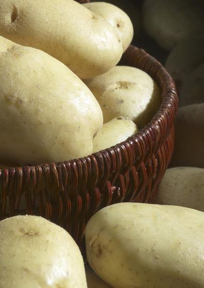How to Make Raw Potato Poultice for a Lower Back Ache