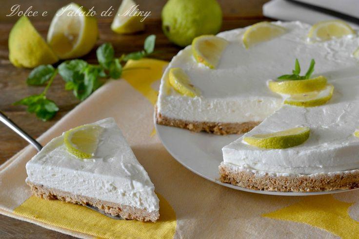 Torta fredda al limone, ricetta fresca estiva senza cottura, una torta cremosissima al profumo di agrumi, molto facile da realizzare.