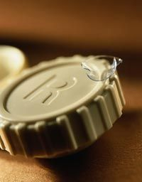 Four steps for choosing the best contact lens seller